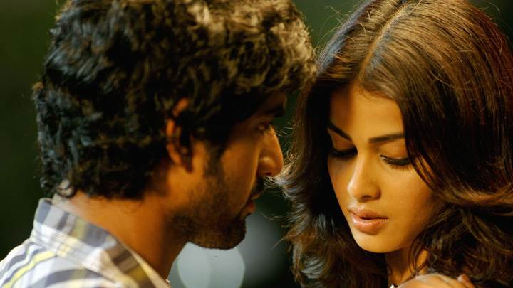 Genelia D'Souza And Rana Daggubati Looking Each Other In Naa Ishtam